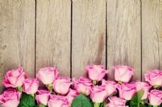 木板上的玫瑰花
