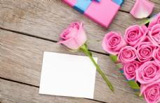 桌面上的玫瑰